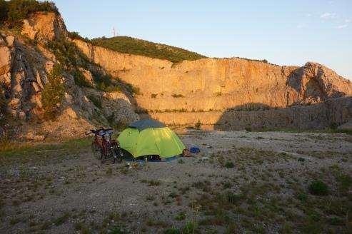 Unser Zeltplatz im Morgengrauen kurz nach Sonnenaufgang