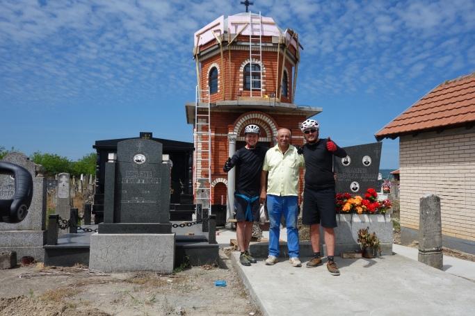 Mit Rico vor seinem Grab