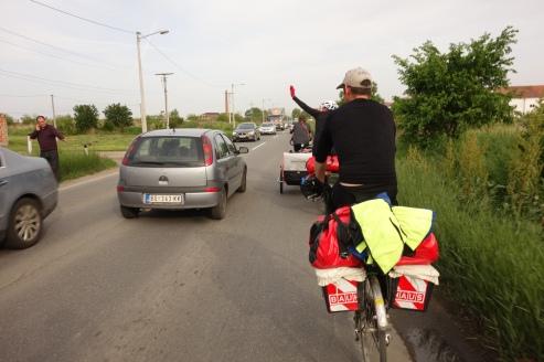Das Bild beschreibt die hektische Verkehrslage ganz gut