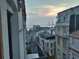 Balkon mit Meerblick im Hostel