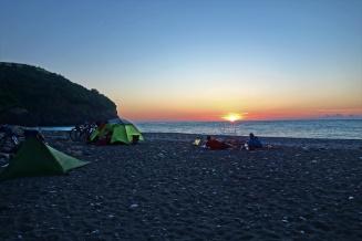 Patrick und Seth genießen den Sonnenuntergang