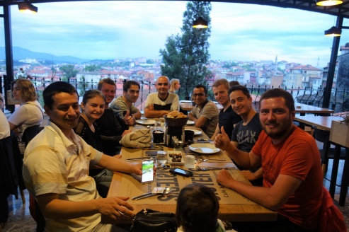 Beim Abendessen mit Freunden von Ramazan