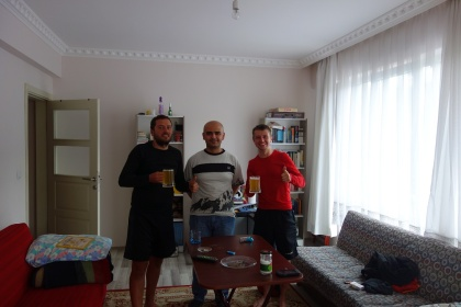 Zusammen mit Ramazan und seinem Selbstgebrautem Bier