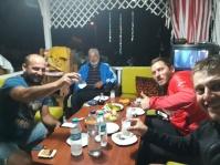 Mit Erman und seinem Vater beim Raki trinken