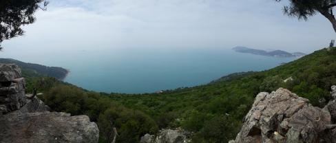 Tollen Blick von oben auf die mitllere Insel Adalar