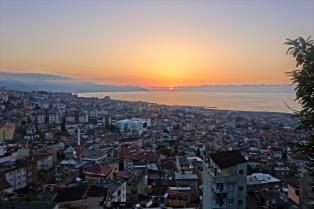 Sonnenuntergang vom Boztepe Berg in Trabzon
