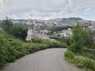 Blick auf den Boztepe Berg in Trabzon