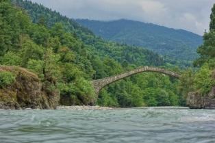 Eine weitere alte Steinbrücke in der nähe von unserem ersten Zeltplatz