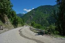 Die Straße nach Chulo sah dann nur noch so. Aber sogar ne Leitplanke gibt es