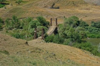 rustikale Hängebrücken gibts überall in Georgien