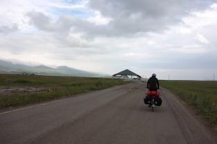 Die Georgische Grenzstation tauchte mitten im nirgendwo auf