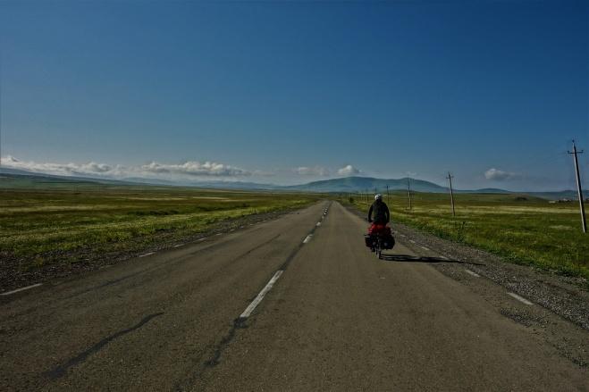 Patrick genießt die Weite und Ruhe am frühen Morgen in Armenien