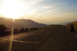 Fahrt bei Sonnenaufgang am nächsten Morgen um der Hitze ein wenig zu entkommen