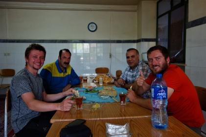 Frühstück mit Hassan und seinem Produktionsleiter