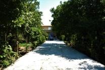 Einfahrt zu Hosein's Gartenanlage