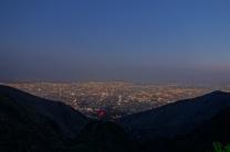 Langsam bricht die Nacht über Teheran herein