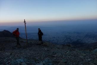 Blick über Teheran kurz vor dem Sonnenaufgang