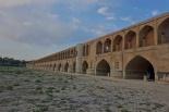 Isfahan hat ein paar sehr nette Brücken. Nur leider fehlt das Wasser !!!