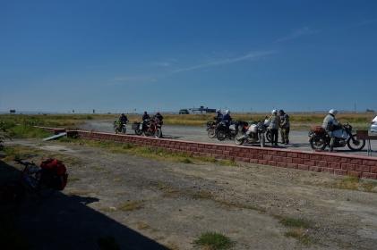 Viele Reisende auf Motorrädern, so wie diese Italiener, trifft man in Kirgisistan und Kasachstan