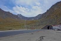 Durch den Tunnel ging es dann mit unseren Transporter