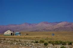 Die Nomaden leben im Verlauf des Sommer auf der Hochebene und ziehen sich im Winter in tiefere Gebiete zurück.