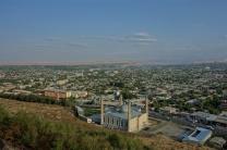 Blick über Osh mit Blick auf die Neue Moschee