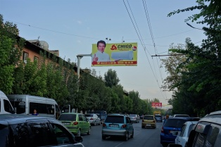 Unglaublich Jackie Chan macht Werbung für Klimaanlagen. EIne Welt bricht für uns zusammen !!!