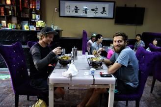 Sobald wir ein Restaurant betreten werden wir immer beobachtet ob wir das Essen mit den Stäbchen auch beherrschen