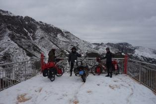 Auf dem Gipfel mit dem Moped Fahrer aus Shanghai