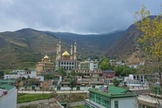 Tolle Moschee auf unserem Weg nach Min. Der Islam ist hier auch noch teilweise verbreitet.