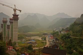 Typisch China, tolle Landschaft wird durch eine Baustelle zerstört