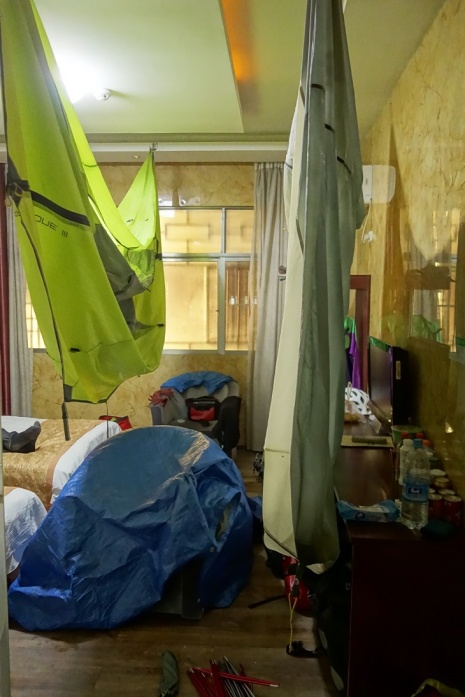 Gut das das Hotel Zimmer so groß war damit wir alles schön zum trocknen aufhängen konnten
