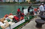 Mit dem Schnellboot ging es zurück aufs Festland. Vorher musten wir allerdings erst unsere Bikes auf das Boot laden