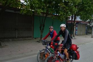 Thomas aus Augsburg haben wir bei der Einfahrt nach Ninh Binh getroffen. Er ist ebenso in Deutschland gestartet.