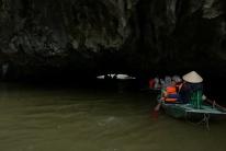 Hier geht es durch eine der Höhlen