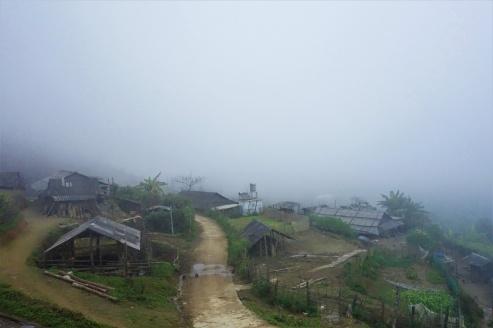Oben angekommen auf dem Pass lag meist immer alles im Nebel