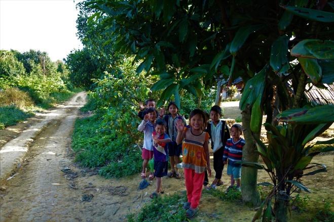 Die Kinder aus dem Dorf wollten uns gar nicht mehr gehen lassen