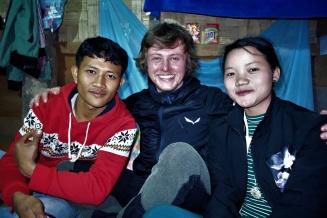 Mit Bounga und einer weiteren Lehrerin beim abendlichen Zusammensitzen