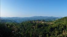 Ein weiteres kleines Dorf mitten im Dschungel