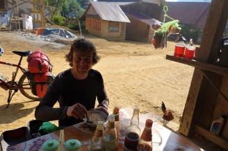 Zum Frühstück gab es erstmal eine Suppe in einem Dorf, welches wir passierten
