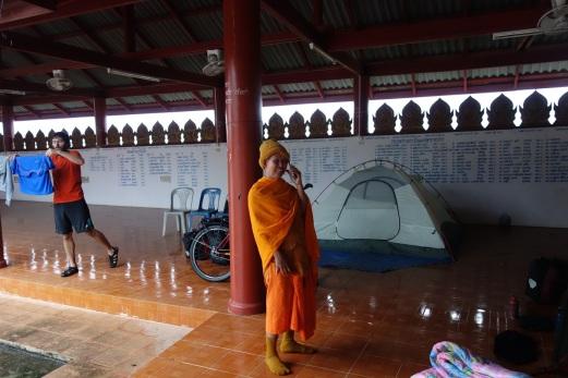 Mönch mit Smartphone war für uns ein bissl schräg